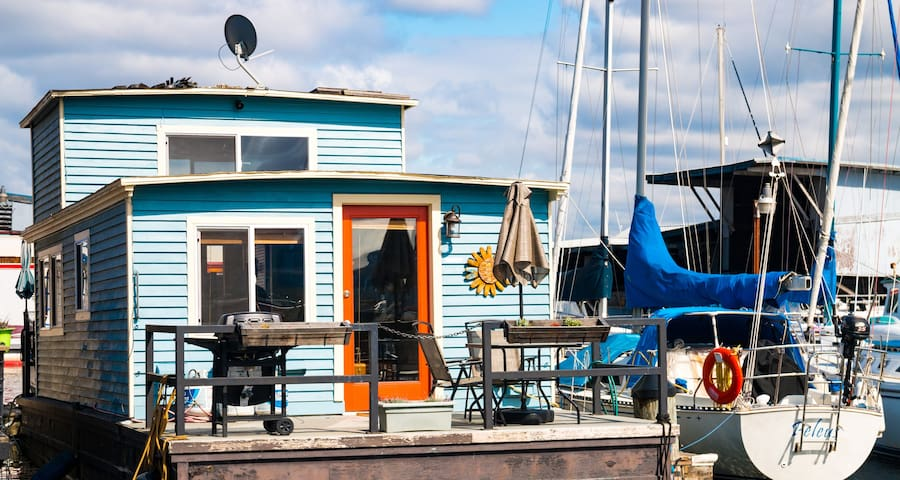 Relaxing & Charming Houseboat in Central Seattle!