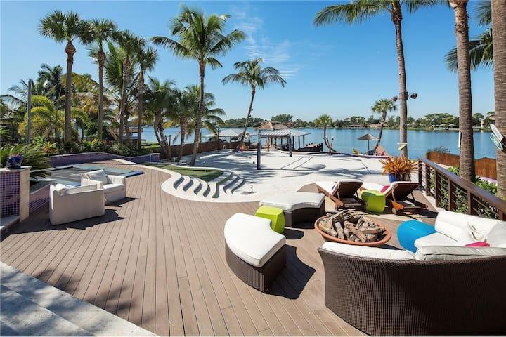 Resort-Style Lakefront House - Lake Worth