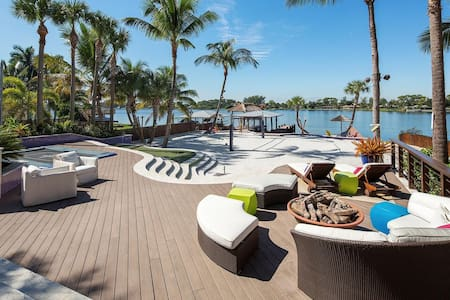 Resort-Style Lakefront House - 萊克沃思(Lake Worth)