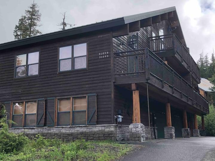 Tamarack Lodge - Mt. Hood Ski Chalet Sleeps 10