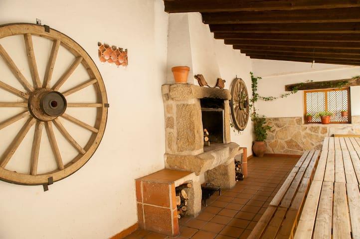 La Tahona Vieja: Casa de la Cebada - El Barraco - Casa