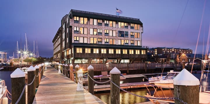 Inn on Longwharf by Wyndham Harbor View