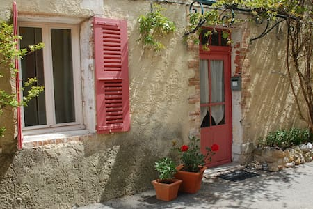 Cozy room, private terrace in Provencal village - Buisson