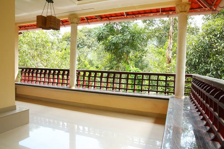 Natureroots Home stay near Munnar - Kunchithanny - Bed & Breakfast