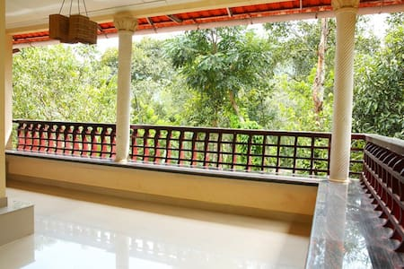 Natureroots Home stay near Munnar - Kunchithanny