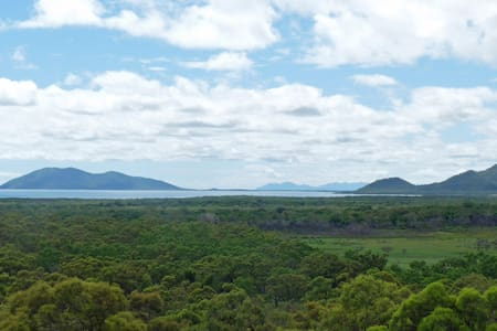 Panoramic Ocean & River Views  - Guthalungra - Bed & Breakfast