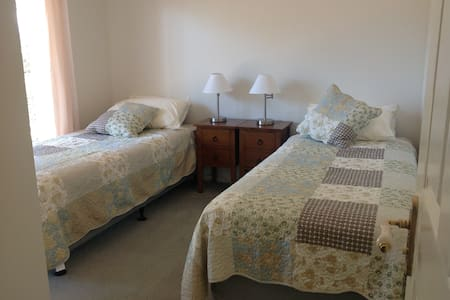 The Friendly Chat BnB/sc accom TwK - Thorneside - Bed & Breakfast