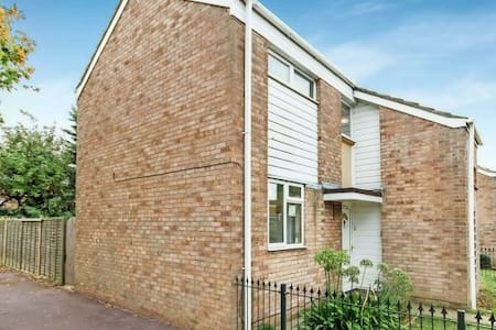 3DB house near sea and station. - Southend-on-Sea