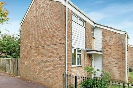 3DB house near sea and station. - Southend-on-Sea - House
