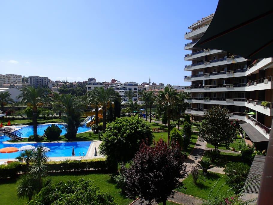 Utsikt fra terrase mot vannskliene