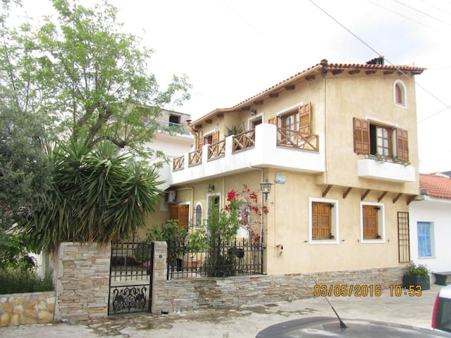 Spacious house, ideal for families - Korfos