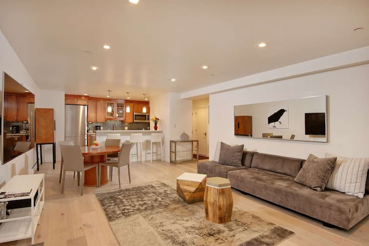 Cool, Quiet & Contemporary Aspen Condo. Outdoor Pool & HT. Free Parking, Wood FP, 3 Blks To Town