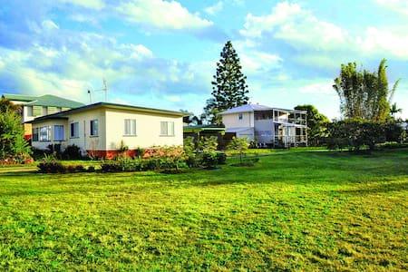 Brellas - 2 fully serviced houses - Maryborough