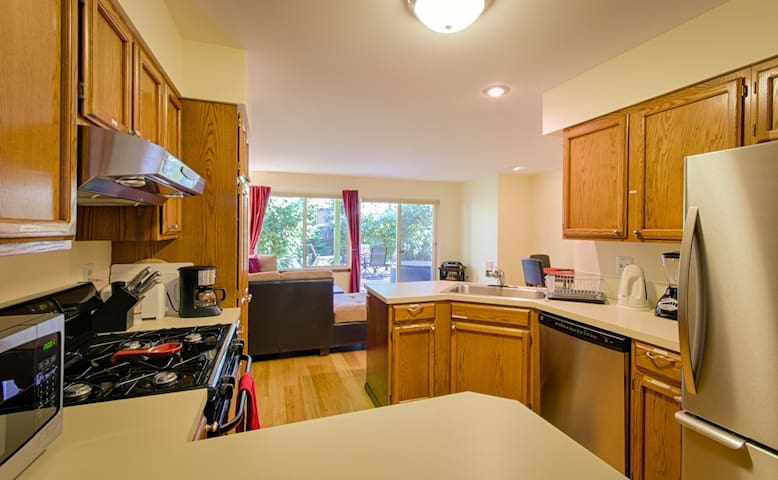 Use of kitchen with guest storage spaces, organic coffee and organic tea are included.