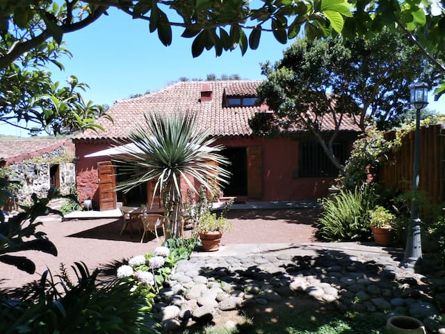 """""""Casa Begonia"""" old canarian house"""