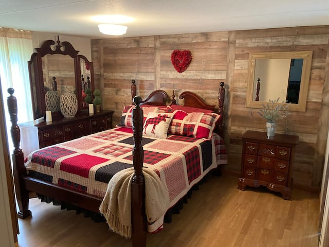 South Mountain Cozy Cottage 11 Minutes from SMSP