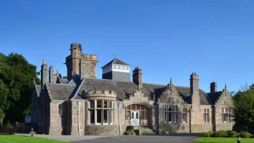 Lesmurdie House