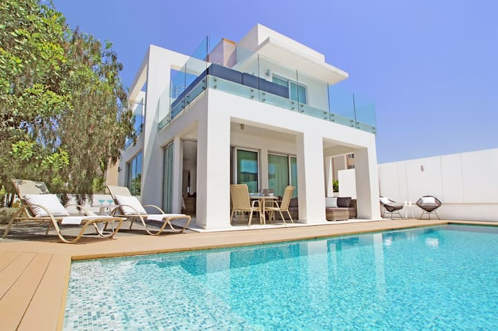 Indigo-luxury villa in Protaras