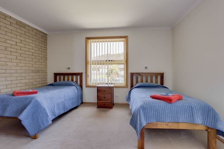 2nd bedroom with 2 x singles