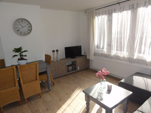 Light and cosy apartment in 'de pijp' area. - Amsterdam - Apartment
