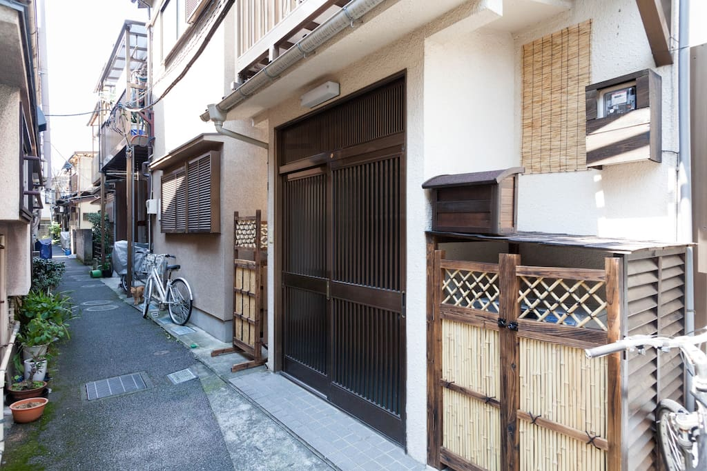 20 steps from Hiroo house.