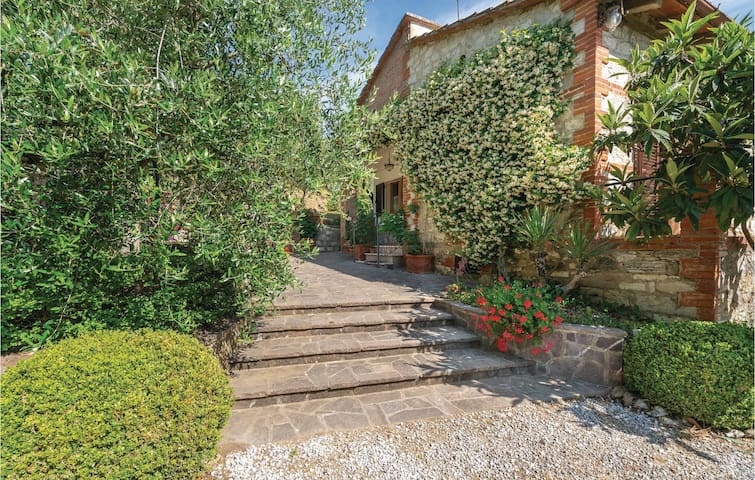 Holiday cottage with 2 bedrooms on 90m² in Sinalunga SI