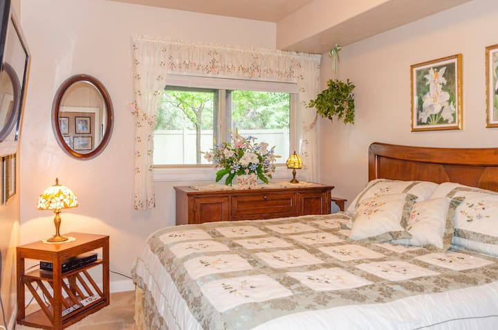 King Bedroom at Pineview Reservoir and Snowbasin