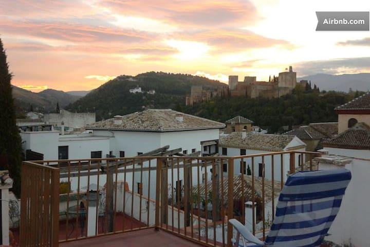 Rooms in Albaicin, wonderful views! - กรานาดา - ที่พักพร้อมอาหารเช้า