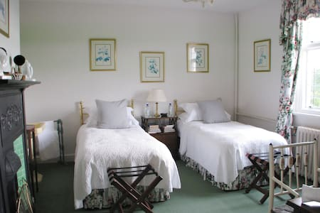 Superking or Twin Room & Lake View - Malpas - Bed & Breakfast