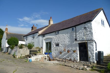 Old Welsh farmhouse peace and quiet - Colwyn Bay