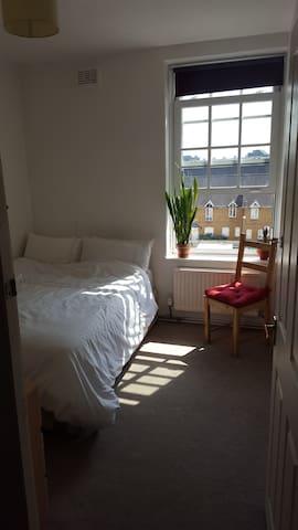 Cozy Double Room - Near Vauxhall