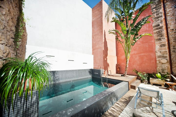 Gorgeous renovated villa with pool