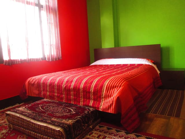 Private Room at Urban Home - East Sikkim - House