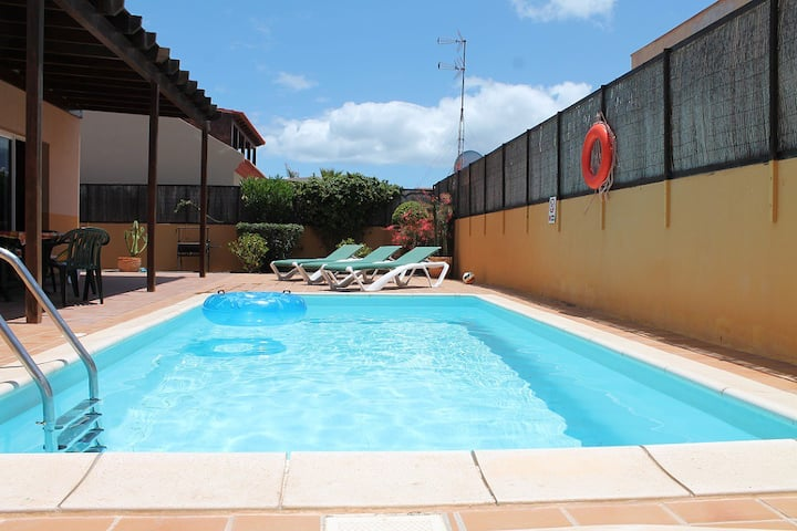 Home from home, Private Pool, 100mb WiFi