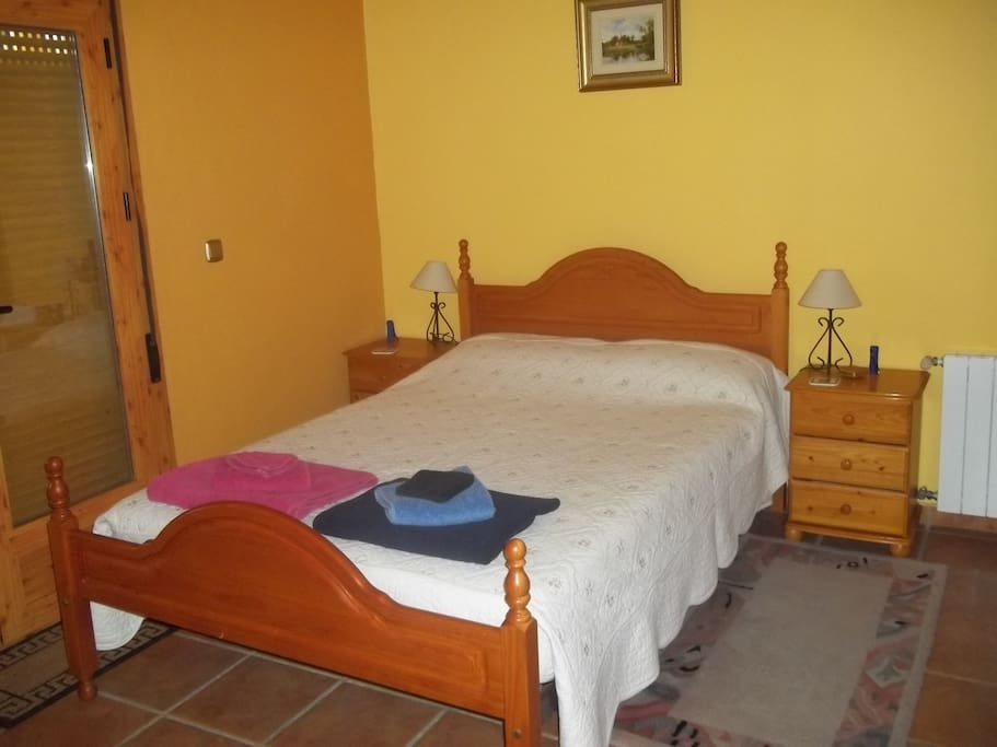 Double Bed with guests towels.