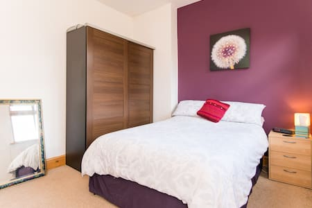 Lovely double room in Chorlton - Manchester