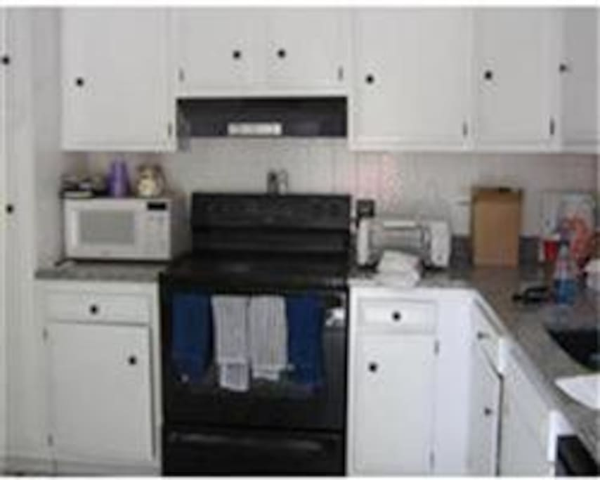 Fully Applianced Kitchen, Granite, Microwave, Dishwasher