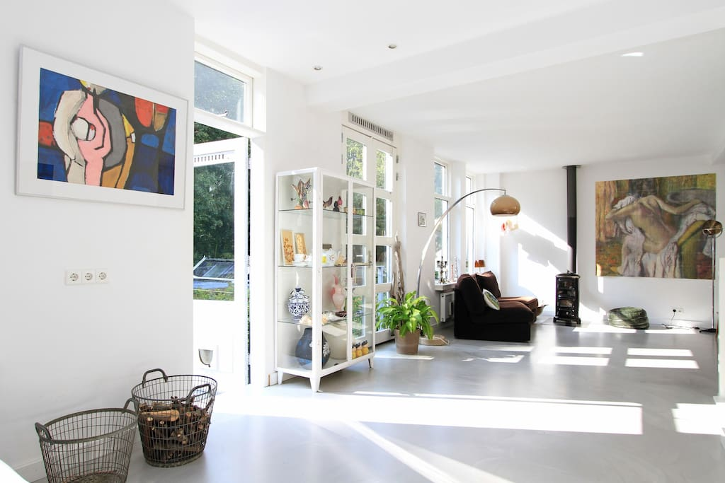 Large sunny livingroom with entrance to terrace with stairs to garden