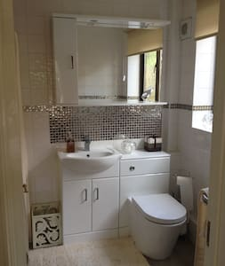 Luxury TWIN/KING & ensuite bathroom - Saffron Walden