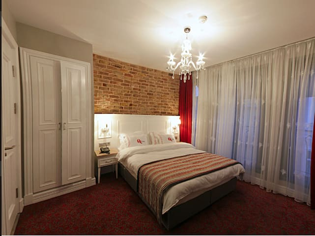 Heart of the City Qpera Deluxe Room-1