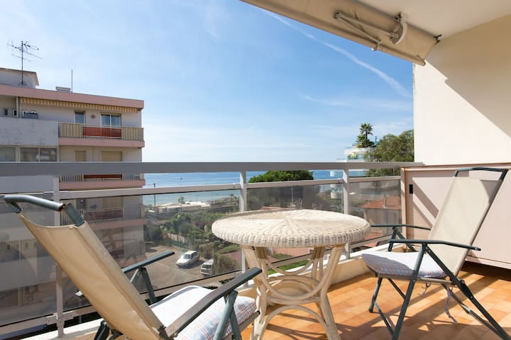 Confy studio sea view,terrace,bikes