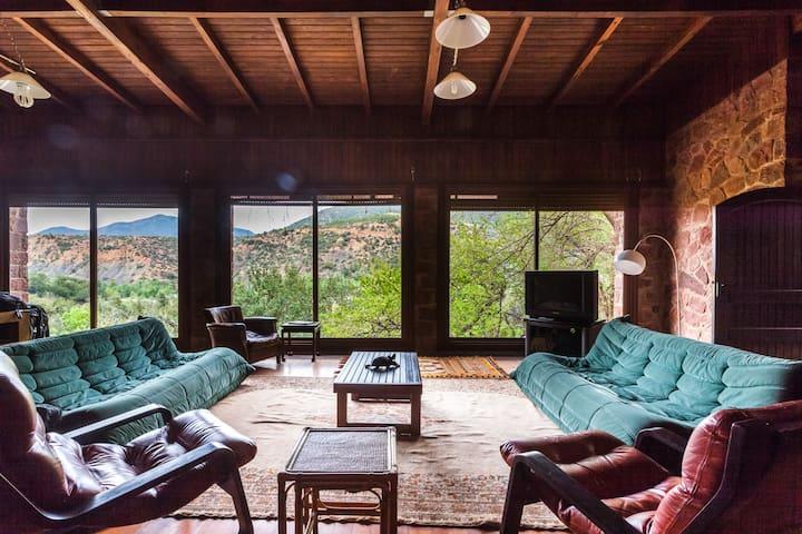 Très jolie propriété avec vue sur les montagnes