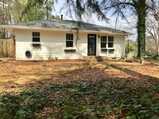 Hillcrest Cottage in Historic Roswell