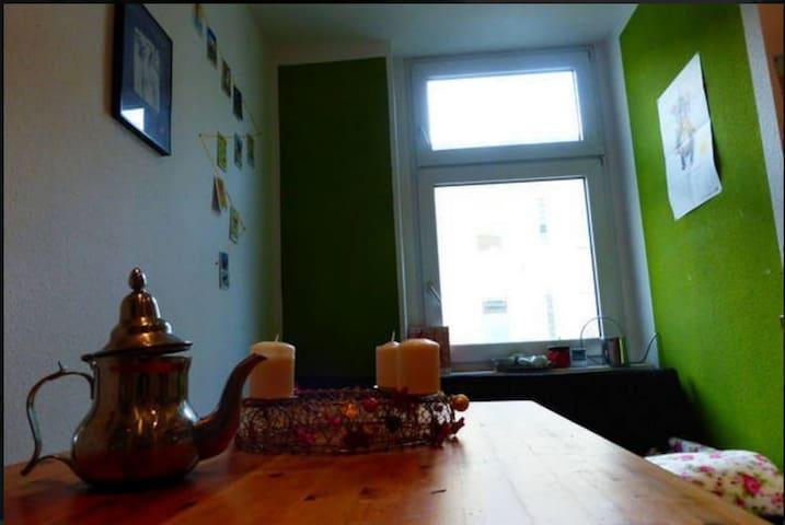 Cosy, bright and quiet room in Neukölln - Berlin - Lägenhet