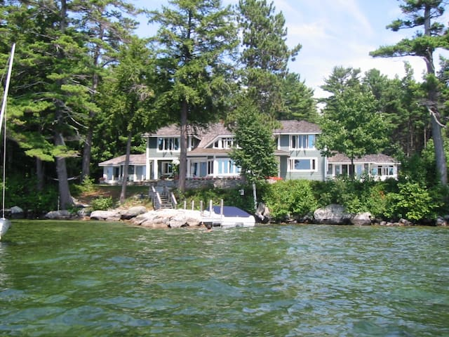 6 Bedroom Waterfront Home on Lake Winnipesaukee NH - Moultonborough