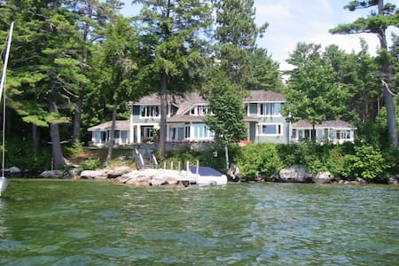 6 Bedroom Waterfront Home on Lake Winnipesaukee NH - Moultonborough - Casa