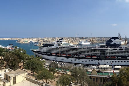 1_Apartment with Sea&Harbour view. Near Valletta - Floriana - Appartement