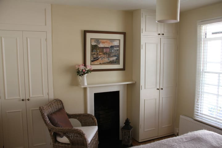 Main bedroom, original victorian fireplaces in all rooms.