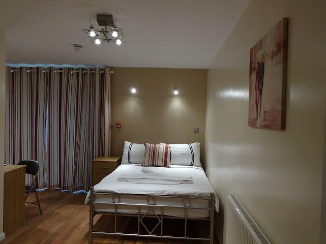 Flexistay Sutton ApartHotel -Double - Sutton - Bed & Breakfast