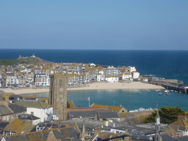 Stunning sea views in spacious flat with parking. - St. Ives - Leilighet